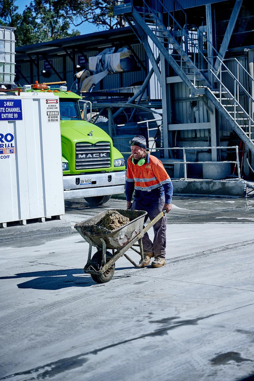 Wheelbarrow with concrete recycling